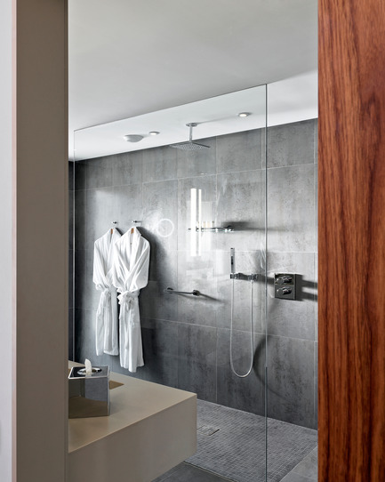 Press kit | 2177-01 - Press release | Atelier Pod Designed the Guest Rooms of the New Radisson Blu in Marrakech - Atelier Pod - Commercial Interior Design - Radisson Blu Marrakech_Business Class Room Bathroom 2 - Photo credit: Atelier Pod