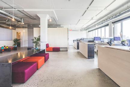 Press kit | 1142-05 - Press release | Piknic Électronik Montréal - L. McComber - Commercial Interior Design - Standing desks and gathering area - Photo credit: Raphël Thibodeau