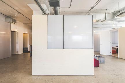 Press kit | 1142-05 - Press release | Piknic Électronik Montréal - L. McComber - Commercial Interior Design -  Booth with closed pivot pane   - Photo credit: Raphël Thibodeau