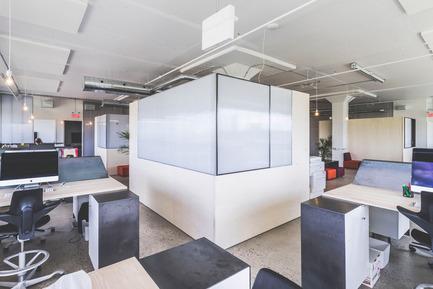 Press kit | 1142-05 - Press release | Piknic Électronik Montréal - L. McComber - Commercial Interior Design -  Workstations - Photo credit: Raphël Thibodeau