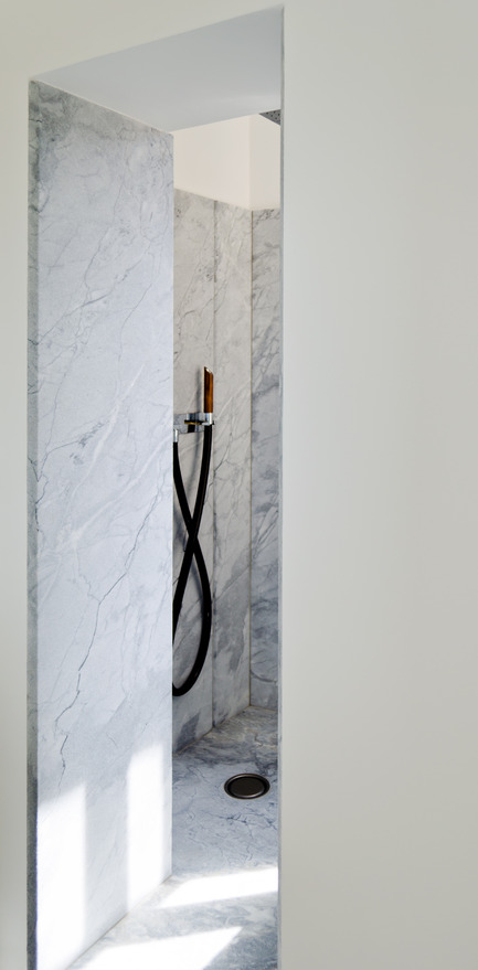 Press kit | 2180-01 - Press release | A big LITTLE nest - Mickaël Martins Afonso & L'atelier miel - Residential Interior Design - Shower - Photo credit: Mickaël Martins Afonso