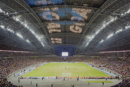 Press kit | 2186-01 - Press release | Singapore National Stadium - Arup Associates - Institutional Architecture -  The moveable section of the roof is clad in translucent ETFE pillows and incorporates a matrix of LED lighting and, at 20 000 sqm, it is one of the largest LED displays in the world  - Photo credit:  Arup Associates