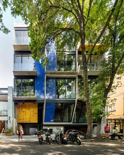 Press kit | 1825-04 - Press release | ColiRoma CientoVeinteOcho - Arqmov Workshop - Residential Architecture - Main Facade<br> - Photo credit: Rafael Gamo