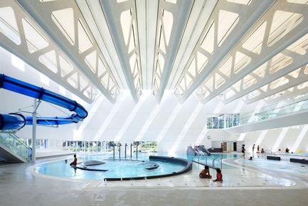 Dossier de presse | 2197-01 - Communiqué de presse | Bing Thom 1940-2016 - Bing Thom Architects - Architecture institutionnelle - Guildford Aquatic Centre,Surrey, BC - Crédit photo :          Ema Peter