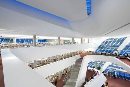 Dossier de presse | 2197-01 - Communiqué de presse | Bing Thom 1940-2016 - Bing Thom Architects - Architecture institutionnelle - Surrey City Centre Library,Surrey, BC - Crédit photo :          Ema Peter