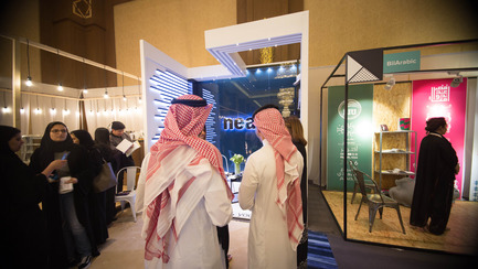 Press kit | 1652-02 - Press release | Saudi Design Week Completes Its Third And Most Successful Edition To-Date - Saudi Design Week - Event + Exhibition - Crowd shot in front of Neat Booth  - Photo credit: Muzna Qamar, SDW 2016