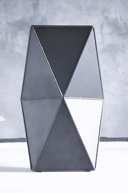 Dossier de presse | 2204-02 - Communiqué de presse | The Monumental Chair - Eray Carbajo - Produit - Design by Eray Carbajo - Crédit photo : Gokce Yagmur