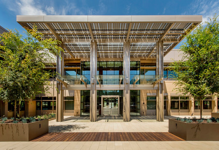 Press kit | 2229-01 - Press release | Hanover Page Mill Demonstrates Strong Partnership Between Form and Sustainability - Form4 Architecture - Commercial Architecture - Front entry - Photo credit: Craig Cozart Photography <br>