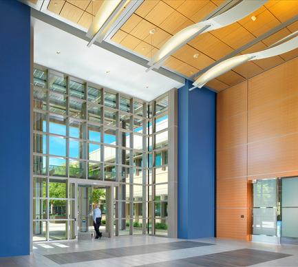 Dossier de presse | 2229-01 - Communiqué de presse | Hanover Page Mill Demonstrates Strong Partnership Between Form and Sustainability - Form4 Architecture - Commercial Architecture - Lobby interior - Crédit photo : Rien van Rijthoven <br>