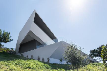 Press kit | 2244-01 - Press release | MU77 Receives 2016AIA|LA Design Award - Arshia Architects,ltd - Residential Architecture - MU77-BACK/POOL - Photo credit: PAUL VU