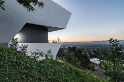 Press kit | 2244-01 - Press release | MU77 Receives 2016AIA|LA Design Award - Arshia Architects,ltd - Residential Architecture - MU77-SIDE/VALLEY - Photo credit: PAUL VU