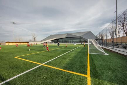 "Press kit | 2206-01 - Press release | ""Stade de soccer de Montréal"" Awarded at AAP American Architecture Prize 2016 - Saucier + Perrotte Architectes/HCMA - Institutional Architecture - View of the exterior field - Photo credit: Olivier Blouin"