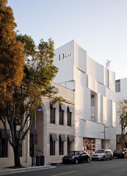Press kit | 2211-01 - Press release | Dior Miami Facade - BarbaritoBancel Architects - Commercial Architecture - Soft morning sun on the north facade - Photo credit: Alessandra Chemollo