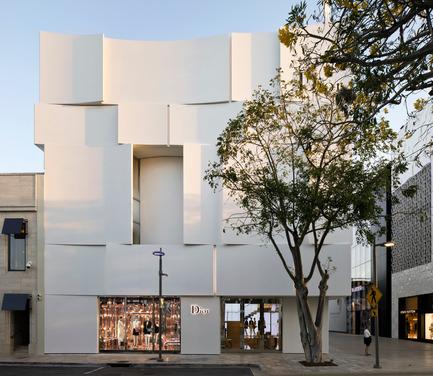 Press kit | 2211-01 - Press release | Dior Miami Facade - BarbaritoBancel Architects - Commercial Architecture - Soft morning sun on the north elevation - Photo credit: Alessandra Chemollo