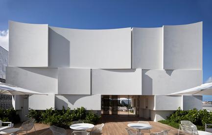 Press kit | 2211-01 - Press release | Dior Miami Facade - BarbaritoBancel Architects - Commercial Architecture - Dior terrace and south facade - Photo credit: Alessandra Chemollo