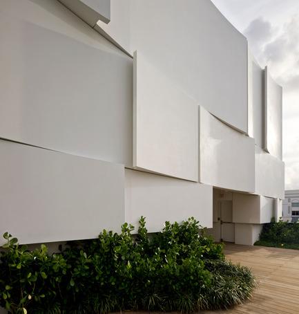 Press kit | 2211-01 - Press release | Dior Miami Facade - BarbaritoBancel Architects - Commercial Architecture - South facade close-up - Photo credit: Alessandra Chemollo