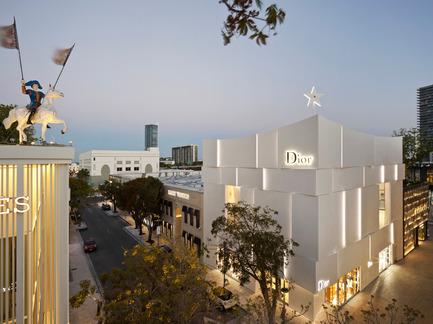 Press kit | 2211-01 - Press release | Dior Miami Facade - BarbaritoBancel Architects - Commercial Architecture - Sunset in Miami - Photo credit: Alessandra Chemollo