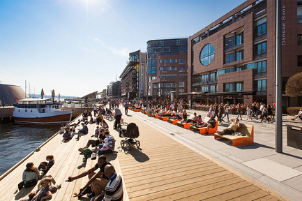 Dossier de presse | 2013-06 - Communiqué de presse | Winner & Shortlisted announcements for WAN Waterfront, Transport & House of the Year Awards 2016 - World Architecture News Awards (WAN AWARDS) - Commercial Architecture - WAN Waterfront Award winner 2016  - Crédit photo : The Waterfront Promenade at Aker Brygge by LINK Landskap © Tomasz Majewski <br>