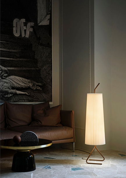 Dossier de presse | 1124-11 - Communiqué de presse | WIN Awards - Interior Practice & Lighting Categories Shortlists Announced - World Interiors News - Commercial Interior Design -  WIN Awards 2016 - Lighting Products Category:Fliegenbein SL Standing Lamp by J.T. Kalmar GmbH (Vienna, Austria)<br><br>Kalmar Werkstätten's FLIEGENBEIN SL Standing Lamp – has a classic, industrial, humorous appeal and an organic and yet luxurious feel that blends in effortlessly with modern living environments. <br><br>The Fliegenbein SL Standing Lamp is the third addition to the Fliegenbein family of four, expanding the character and functional applications of the range also consisting of table, floor and pendant versions. Fliegenbein gets its name from its base, which resembles the legs of a housefly. The standing lamp, designed by Kalmar Werkstätten's creative director Garth Roberts, was launched by the Vienna based brand in January 2015 and translates Julius Theodor Kalmar's 1957 floor lamp of the same name for a modern environment.<br><br>'The detailing is very nice, in particular the cable management out of one of its legs. I would certainly put this into an interior project. It has different metal finishes; Brown, Dark Grey and light Grey, which is good. The silk lampshade would give a nice diffused quality of light. It's a great product.' DA<br>  - Crédit photo : J.T. Kalmar GmbH