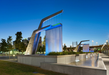 Press kit | 1615-03 - Press release | Call for Entries: The IESBC Vision Awards open January 1, 2017 - IESBC - Lighting Design -  Light Showers at Sherbourne Common in Toronto by Tripped On Light Design (Joseph M. Scott) <br>  - Photo credit: Tom Arban