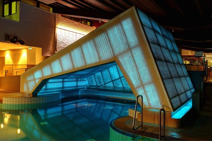 Press kit | 964-04 - Press release | Thermal Baths in Bad Staffelstein With a New Highlight Made of Light Transmitting Concrete - LUCEM GmbH - Institutional Architecture - Photo credit: LUCEM GmbH<br>