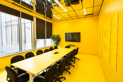 Press kit | 1152-08 - Press release | Four-Season Work and Play Areas at Ubisoft Quebec City - LumiGroup - Commercial Interior Design - The Post-it room - Photo credit: Jonathan Robert
