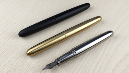 Press kit | 1127-11 - Press release | PIUMA - Super Minimal Titanium Fountain Pen - ENSSO - Product - PIUMA fountain pen / black aluminum, brass, titanium - Photo credit: ENSSO