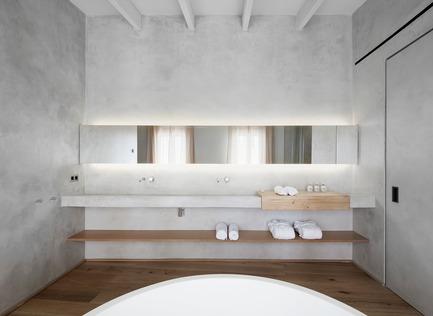 Press kit   2303-01 - Press release   Puro Hotel - OHLAB - Commercial Interior Design - Bathroom - Photo credit: José Hevia