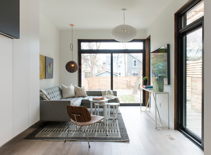 Press kit | 2344-01 - Press release | 46H - Sustainable Reinvention of 1905 House in the Beaches - baukultur/ca - Residential Architecture - Family Room<br> - Photo credit: Alex Lukey