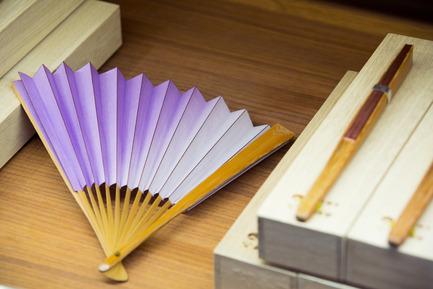 Press kit | 2051-04 - Press release | Japan Unlayered Officially Opens - Westbank | Peterson - Event + Exhibition -                   BEAMS Shin Kyoseido folding fan - Edo-style (old Tokyo)   - Photo credit: Ema Peter