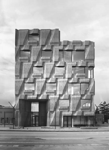 Dossier de presse | 2045-01 - Communiqué de presse | Batay-Csorba Architects Reimagines the Precast Concrete Building in Toronto - Batay-Csorba Architects - Commercial Architecture - Front Elevation - Crédit photo : Batay-Csorba Architects