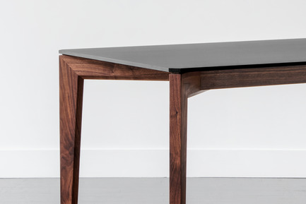 Press kit | 1077-05 - Press release | Lambert & Fils and Kastella: A Perfect Fit - Lambert & Fils and Kastella - Product - T110 dining table in walnut with Fenix top<br> - Photo credit: Adrien Williams<br>
