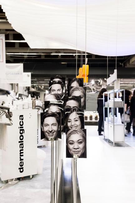 Press kit | 673-17 - Press release | Les lauréats de la 10e édition des GRANDS PRIX DU DESIGN sont… - Agence PID - Évènement + Exposition -         PRIX STAND DE FOIRE <br>DERMALOGICA, Stand d'exposition <br>Agence Tuxedo - Photo credit: Maxime Brouillet