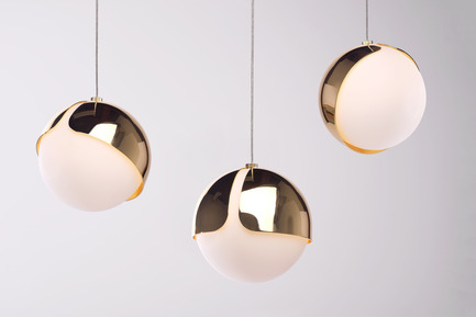 Press kit | 2351-01 - Press release | New Lighting Collection by ANONY - ANONY - Lighting Design -  Ohm | Pendant | Polished Brass  - Photo credit:   Wendy Pham