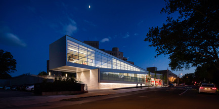 Press kit | 2322-01 - Press release | Restless Response: Emergency Medical Station 50 at Queens Hospital - Dean/Wolf Architects - Institutional Architecture - The diagonal form pulses with the anticipation of movement, embodying the programmatic need for immediate action and energizing the community with a sense of engagement. - Photo credit: © Paul Warchol