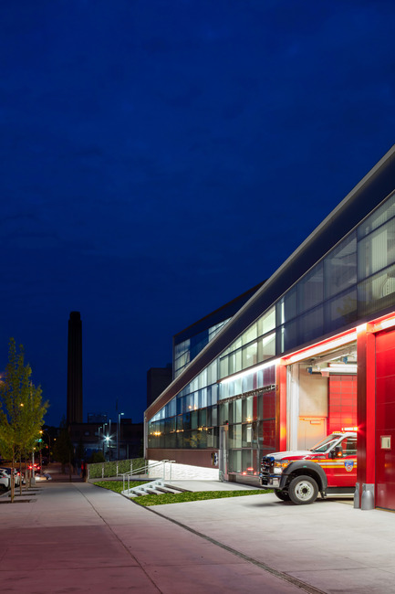 Press kit | 2322-01 - Press release | Restless Response: Emergency Medical Station 50 at Queens Hospital - Dean/Wolf Architects - Institutional Architecture - The building is a dramatic release of energy similar to the release of energy that happens when an ambulance leaves during an emergency.<br> - Photo credit: © Paul Warchol