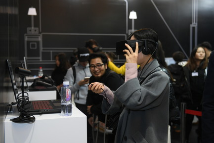 Press kit | 1594-04 - Press release | Asia's Leading Design Event Opened its Doors Yesterday to Record Crowds - Design Shanghai - Event + Exhibition - Dimension 5 stand @ Design Shanghai - Photo credit: Design Shanghai
