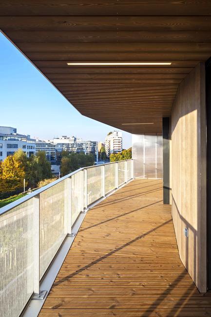 Press kit | 2372-01 - Press release | Résidence de l'Aqueduc in Gentilly / France - Daquin & Ferrière Architecture - Residential Architecture -  Residence de l'Aqueduc - Gentilly / France <br>DAQUIN & FERRIERE ARCHITECTURE<br>View on west balcony<br>   - Photo credit: Hervé Abbadie