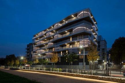 Press kit | 2372-01 - Press release | Résidence de l'Aqueduc in Gentilly / France - Daquin & Ferrière Architecture - Residential Architecture -  Residence de l'Aqueduc - Gentilly / France <br>DAQUIN & FERRIERE ARCHITECTURE  <br>Night view South-West<br> - Photo credit: Hervé Abbadie