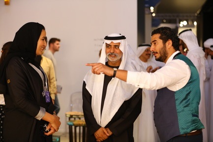 Press kit | 1834-13 - Press release | Design Days Dubai Completes its Sixth and Most Successful Edition in its New Location, d3 - Design Days Dubai - Event + Exhibition - DDD2017_designer Ahmad Angawi from the King Abdelaziz Centre for World Culture_ speaking with Sheikh Nahyan - Photo credit: Image Courtesy of Design Days Dubai