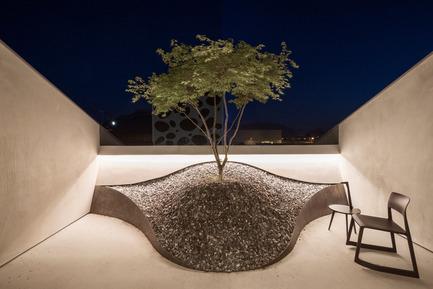 Press kit | 2483-01 - Press release | Loft Panzerhalle - smartvoll - Residential Architecture -  Zen like terrace  - Photo credit: Tobias Colz/smartvoll