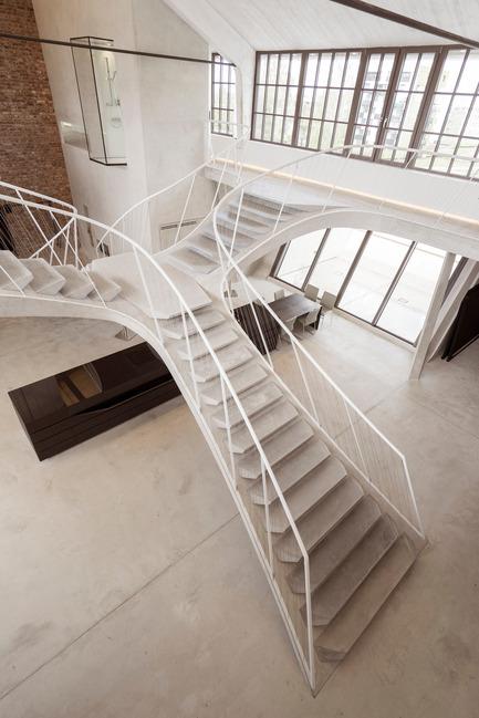 Press kit | 2483-01 - Press release | Loft Panzerhalle - smartvoll - Residential Architecture - Staircase - Photo credit: Tobias Colz/smartvoll