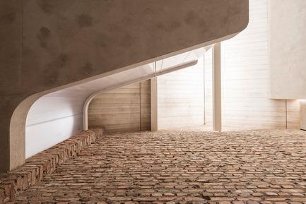 Press kit | 2483-01 - Press release | Loft Panzerhalle - smartvoll - Residential Architecture - Brickwall - Photo credit: Tobias Colz/smartvoll