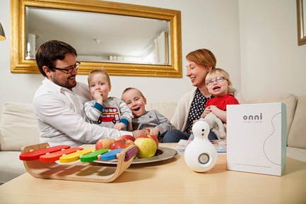 Press kit | 2411-01 - Press release | Connected Video Baby Monitor 'Star' - SEP Solutions - Product - SEP Solutions founders Erasmus van Niekerk and Satu Niemelä with their children (also included: 'Star') - Photo credit: Onni Wiljami Kinnunen