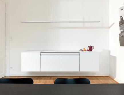 Dossier de presse | 2443-01 - Communiqué de presse | miniki slimline - miniki - Industrial Design - miniki slimline modules sl1, sl3 (fridge), sl3 (cabinet) closed<br> - Crédit photo : Michael Jaeger