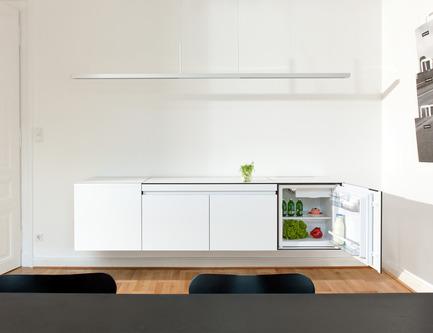 Dossier de presse | 2443-01 - Communiqué de presse | miniki slimline - miniki - Industrial Design - miniki slimline modules sl1, sl3 (fridge), sl3 (cabinet) open - Crédit photo : Michael Jaeger