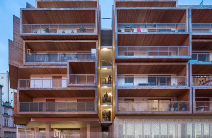 Dossier de presse | 2388-01 - Communiqué de presse | LESS - L'amplificateur urbain - AAVP ARCHITECTURE - Architecture résidentielle - Façade de nuit - Crédit photo : © Luc Boegly
