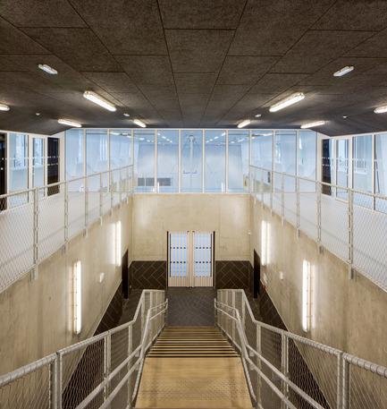 Dossier de presse | 2388-01 - Communiqué de presse | LESS - L'amplificateur urbain - AAVP ARCHITECTURE - Architecture résidentielle -  Entrée du gymnase  - Crédit photo : © Luc Boegly