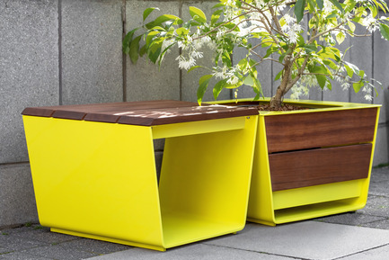 Press kit | 821-03 - Press release | The EXA Collection: An Outside-the-Box Approach to the Modular Cube - Equiparc / Marc BoudreauDesigner - Product - Bench EP 1051<br>Planter EP 4050 - Photo credit: Drew Hadley