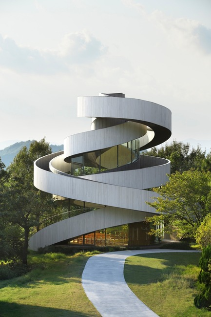 Press kit | 1071-06 - Press release | Announcing the Winners of the 5th Annual Architizer A+ Awards - Architizer - Competition -         Ribbon Chapel by Hiroshi Nakamura & NAP - Jury Winner, Religious Buildings & Memorials - Photo credit: Courtesy ofHiroshi Nakamura & NAP